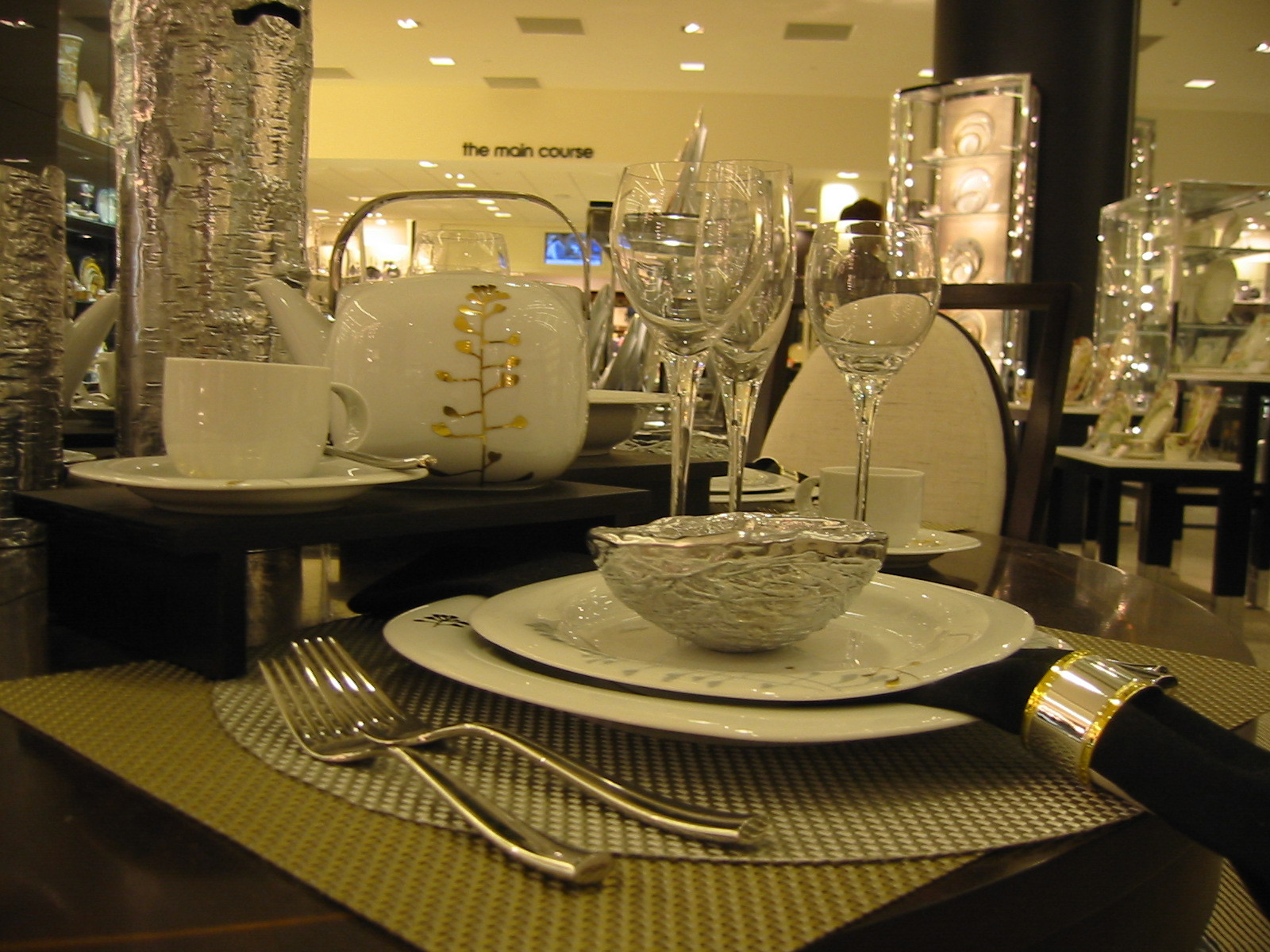 white, Table setting