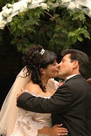 Ceremony, Flowers & Decor, Kiss