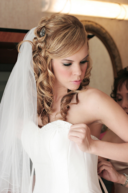 Beauty, Makeup, Half-up, Curly Hair, Hairpin