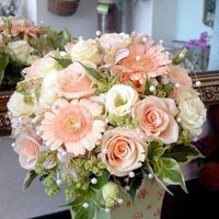 Flowers & Decor, pink, Centerpieces, Flowers, Roses, Centerpiece, Gerber daisies