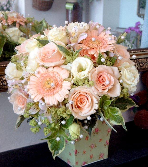 Flowers & Decor, pink, Centerpieces, Flowers, Roses, Centerpiece, Gerber daisies