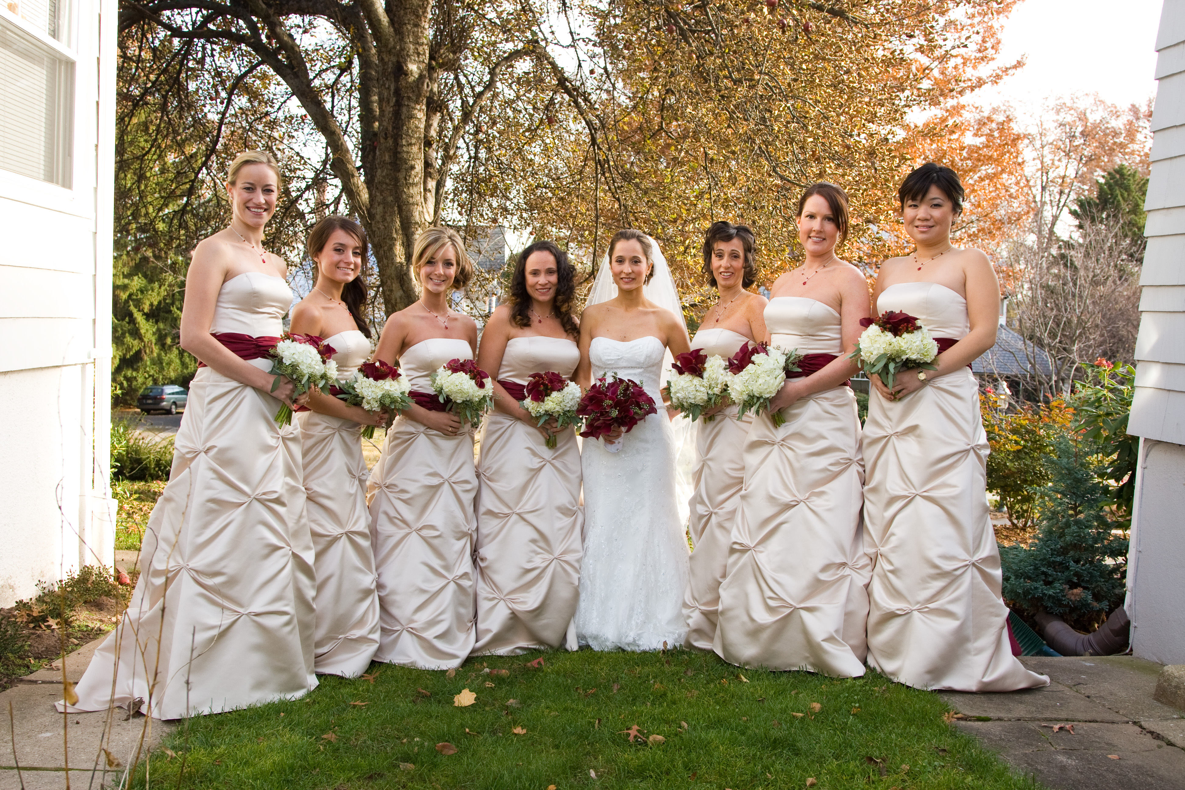 Bridesmaids, Bridesmaids Dresses, Fashion, white, red, Bride