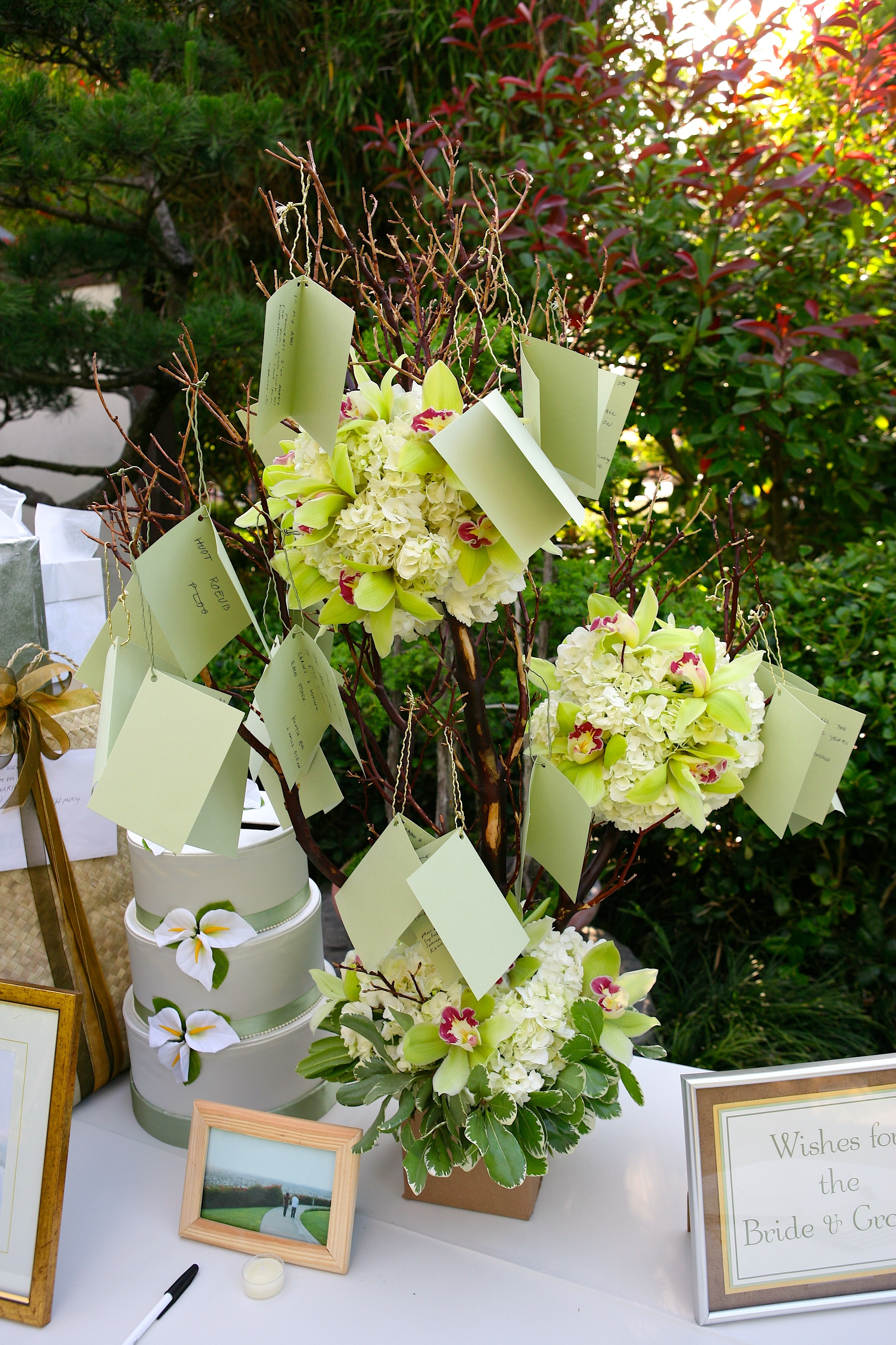 Ceremony Flowers, Modern Wedding Flowers & Decor