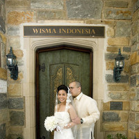 Couple, Outdoors, Color, Doorway, Door, Roman francisco, Horizontal, Indonesian, Indonesia, Bali, Wisma