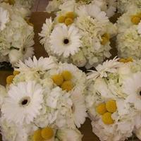 Beauty, white, yellow, Feathers, Centerpieces, Unique, Artsy, Dream day consulting