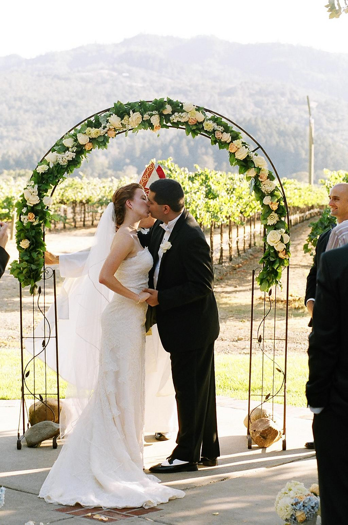 Ceremony, Flowers & Decor, Vineyard, Outdoor, The kiss