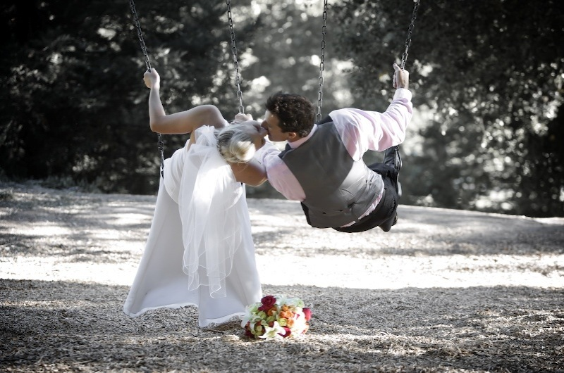 Flowers & Decor, Bride, Flower, Bouquet, Groom, Kissing, Levente photography, Swings