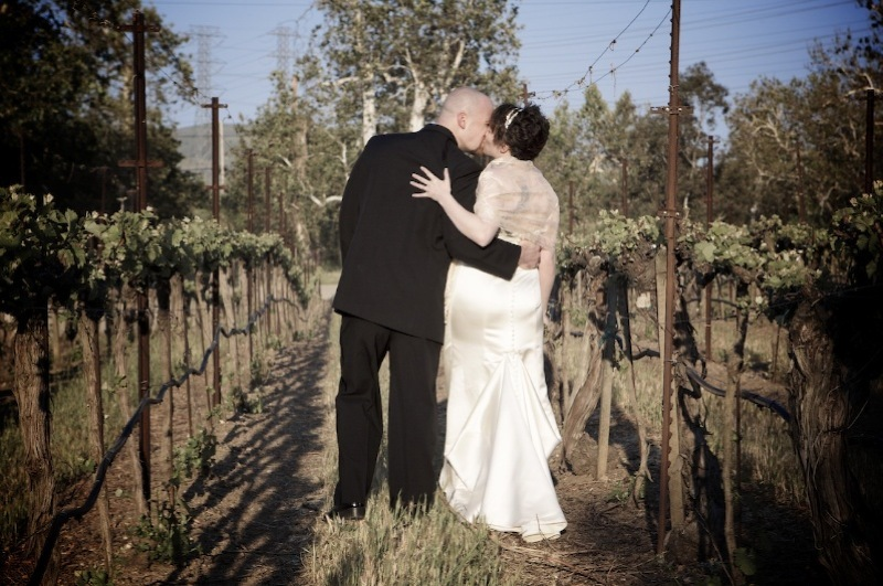 Flowers & Decor, Vineyard, Bride, Groom, Kissing, Levente photography