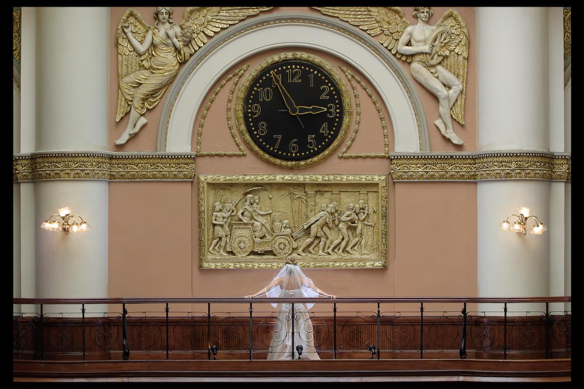 Bride, Photographer, Balcony, M couturier, Clock