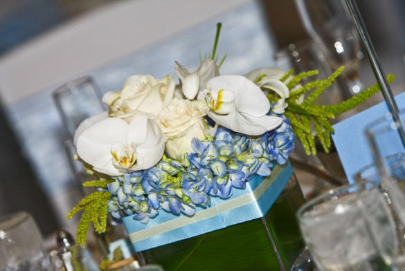 Flowers & Decor, blue, Centerpieces, Flowers, Roses, Centerpiece, Vase, Short, Ribbon, Hydrangea, Wrapped, In flower