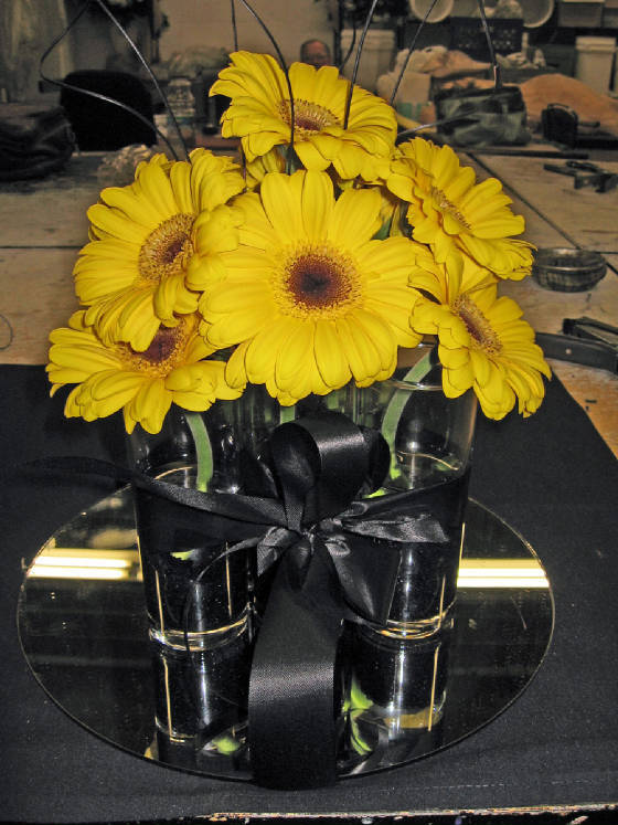yellow, black, Centerpiece