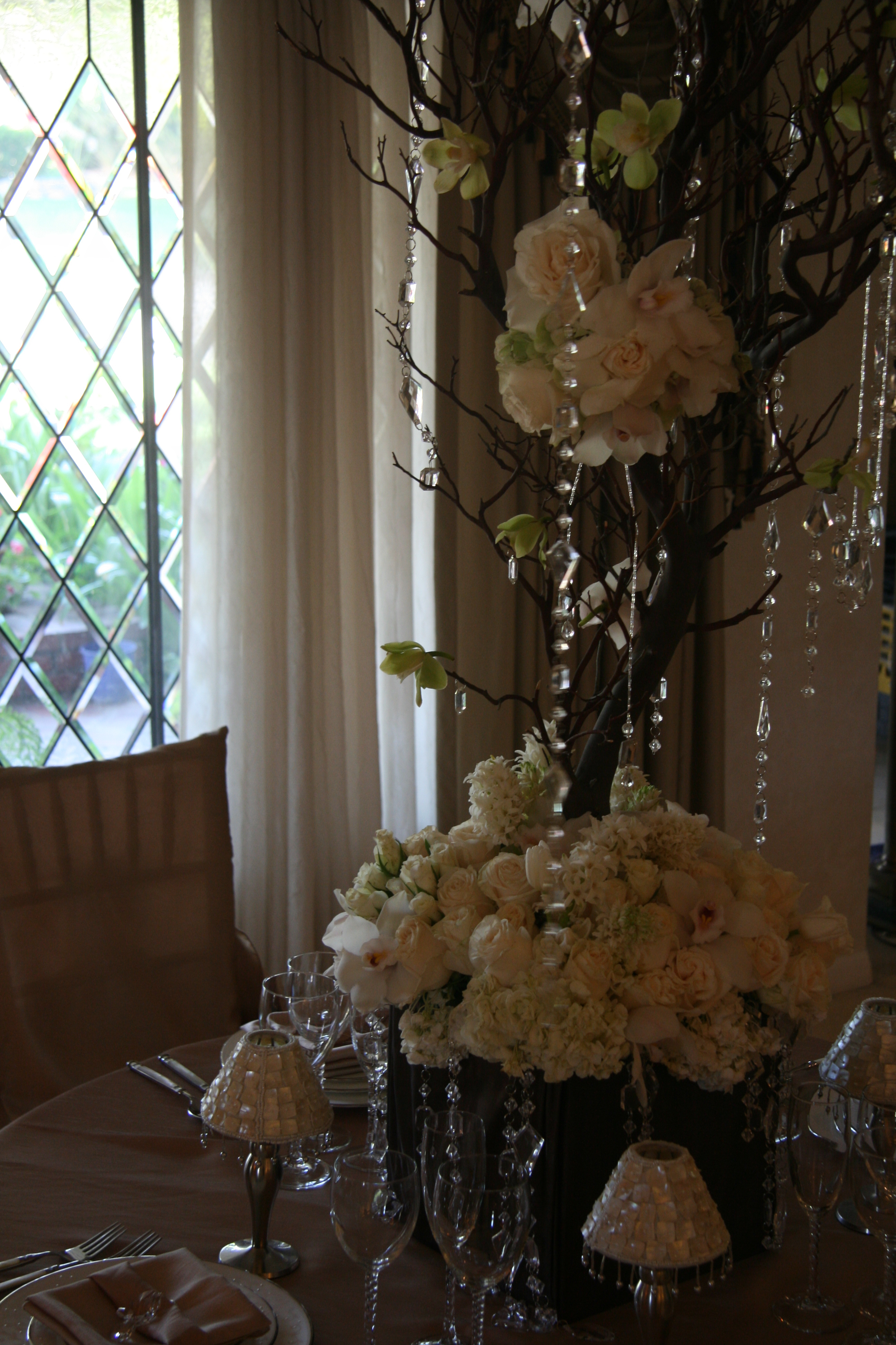 ivory, Centerpiece, And, Champagne, Linens