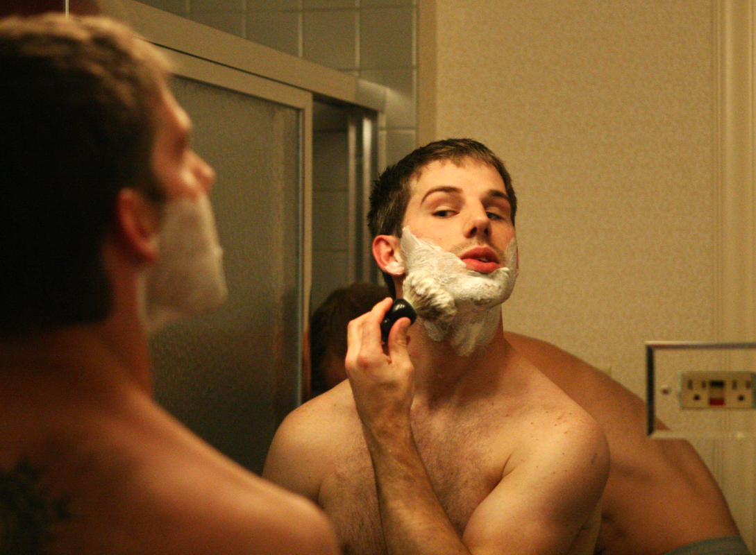 Groom, Wedding, Bathroom, Getting, Ready, Ryan timm photography, Shaving, Razor