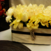 Flowers & Decor, ivory, black, Flowers, Roses, Dees petals, Lisianthus