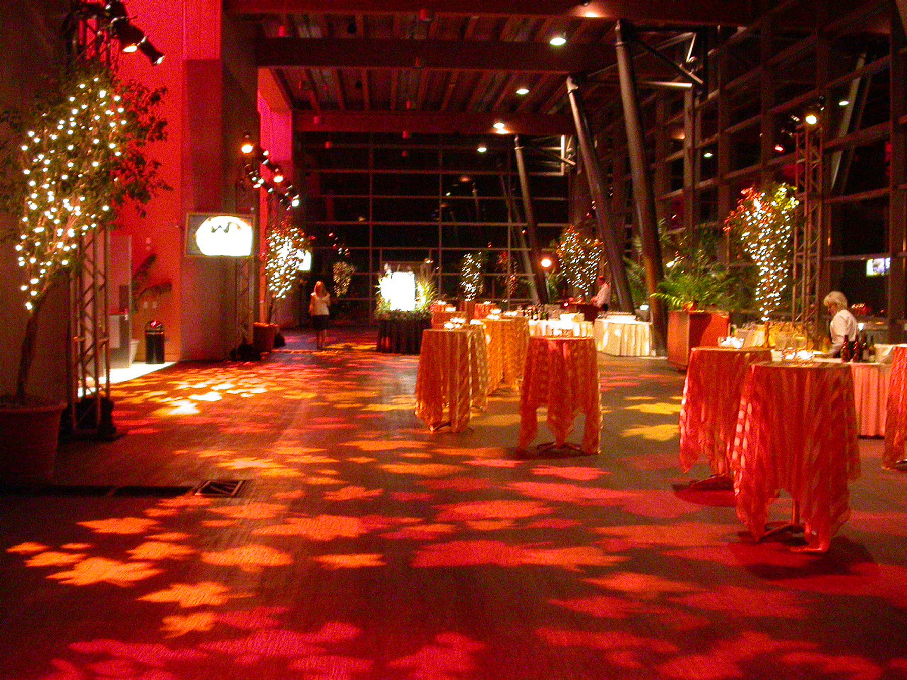 Make Your Themes Come To Life Simple Leaf Projections On The Floor Make This Autumn Reception