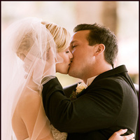 Ceremony, Flowers & Decor, Bride, Groom, Kiss, Newlywed, First kiss, Altar, Bliss wedding studio