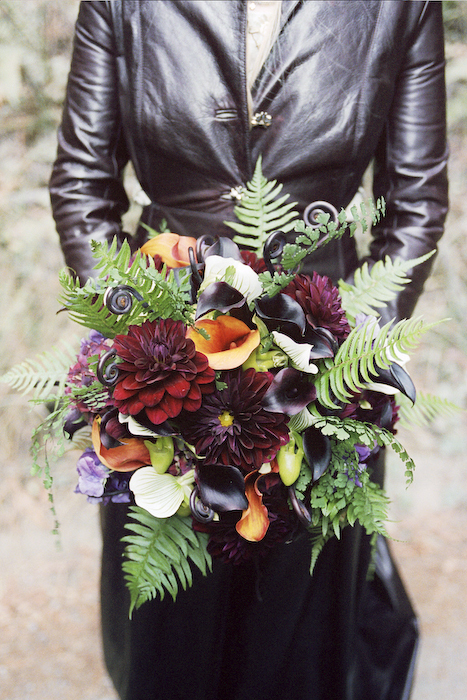 Flowers & Decor, Wedding Dresses, Fashion, red, green, black, dress, Bride Bouquets, Flowers, Roses, Bouquet, Wedding, Forest, Leather, Flower Wedding Dresses