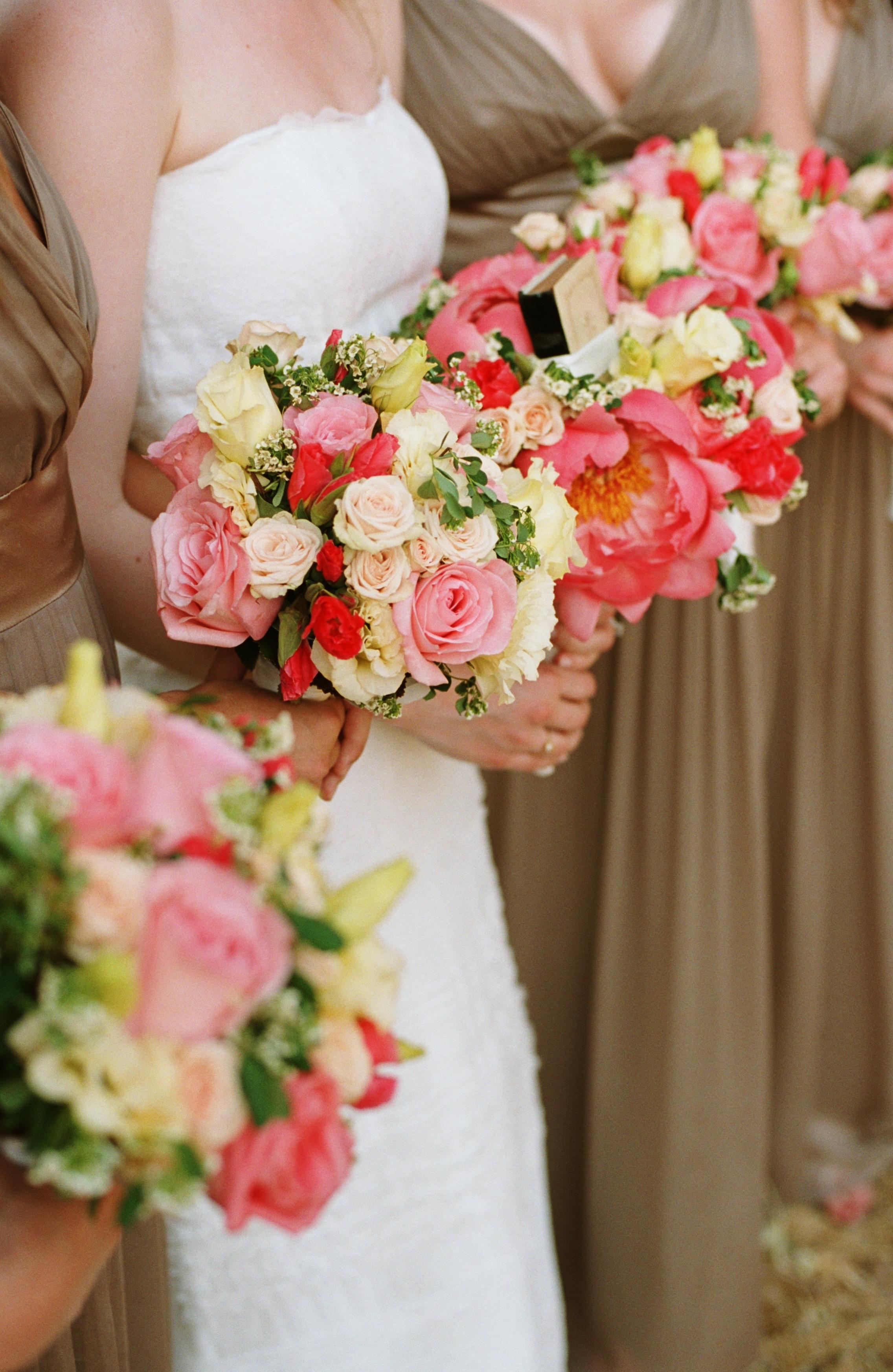 Flowers & Decor, Bridesmaids, Bridesmaids Dresses, Fashion, white, pink, Bridesmaid Bouquets, Flowers, Wedding party, Wedding, Bouquets, Farm, Flower Wedding Dresses