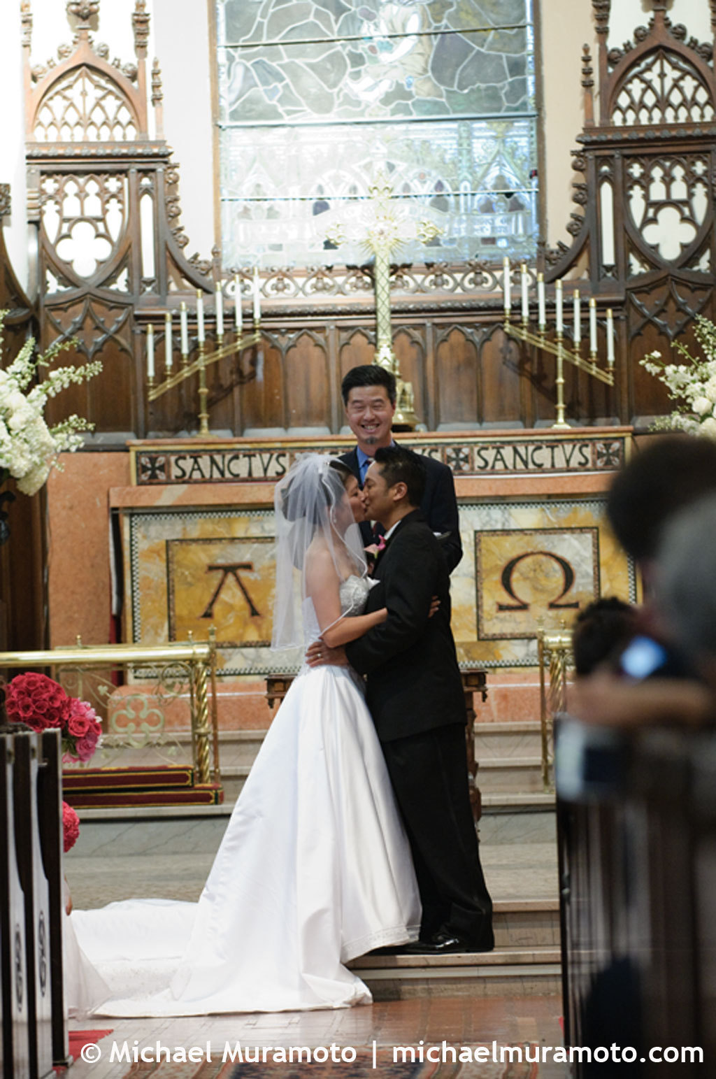 Bride, Groom, Kiss, Church, San francisco, First kiss, Michael muramoto photography, Trinity episcopal