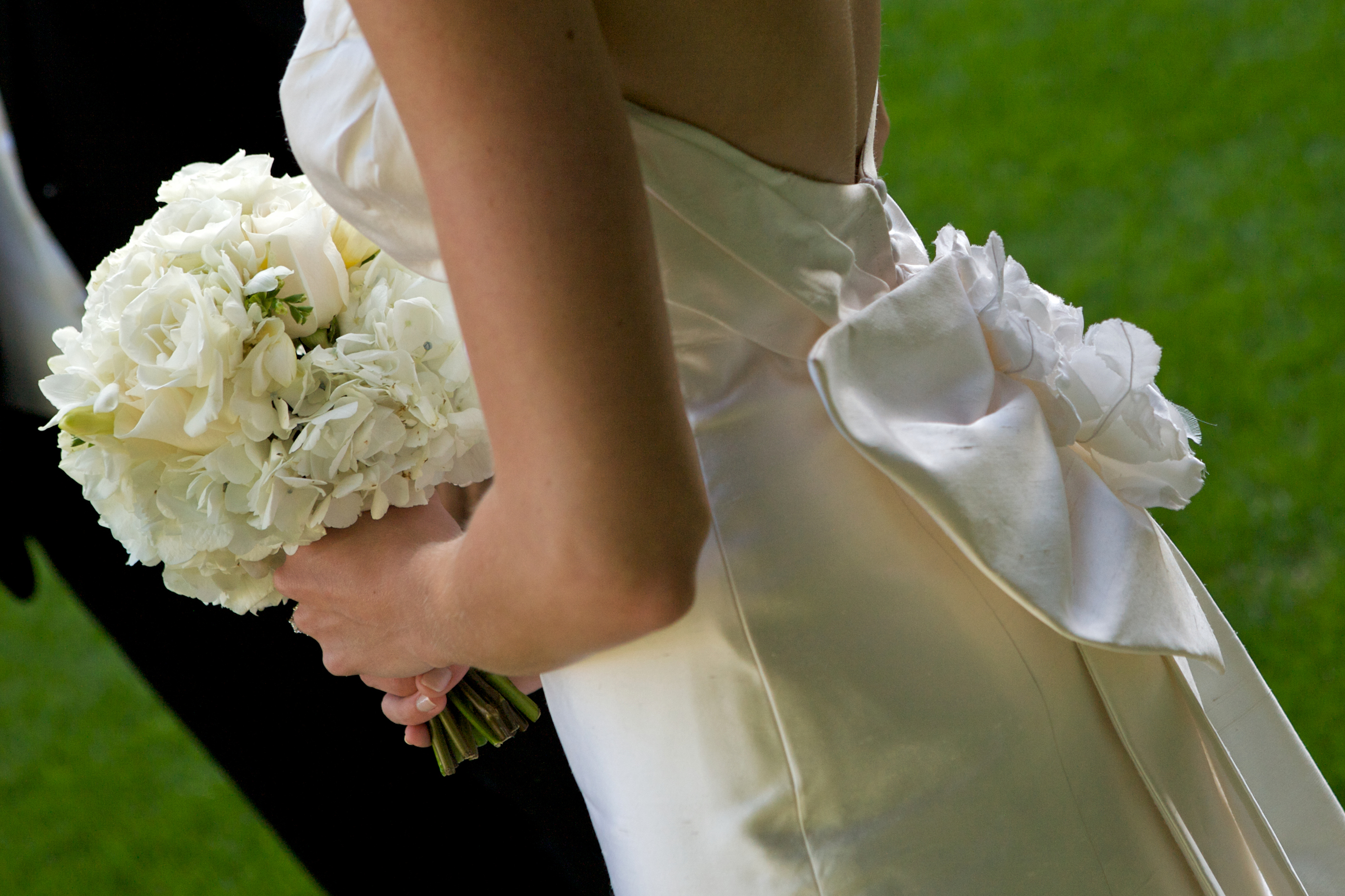 white, Bouquet, Bridal, Elegant, Handtie, Town and country gardens