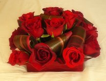 Flowers & Decor, red, Flower, Centerpiece
