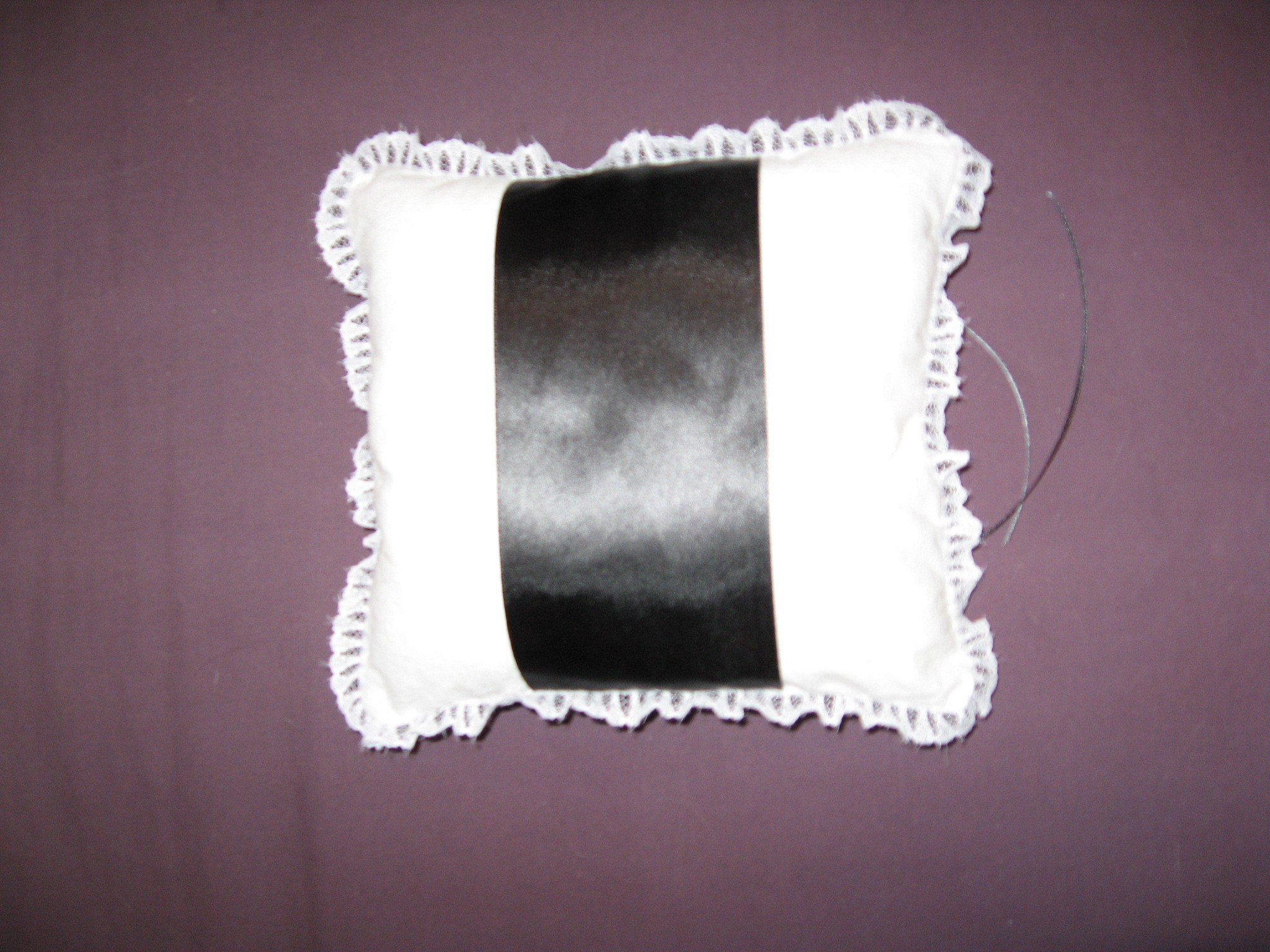 DIY, white, black, Ring, Pillow, Bearer, Damask, Dandy