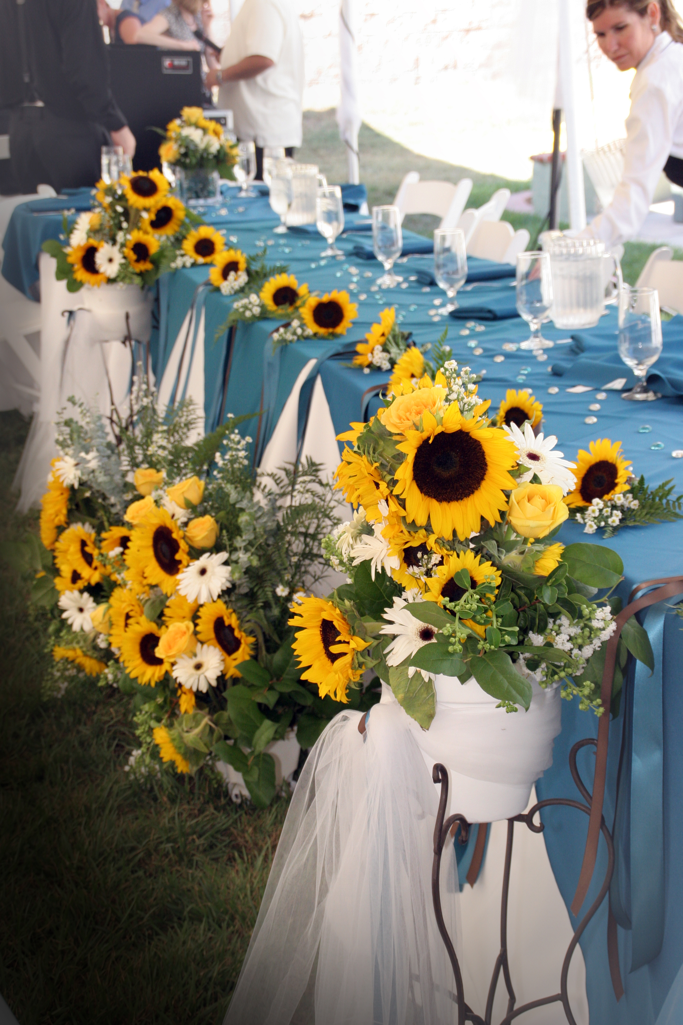 Sunflowers On The Head Tablevendors The Double Knot