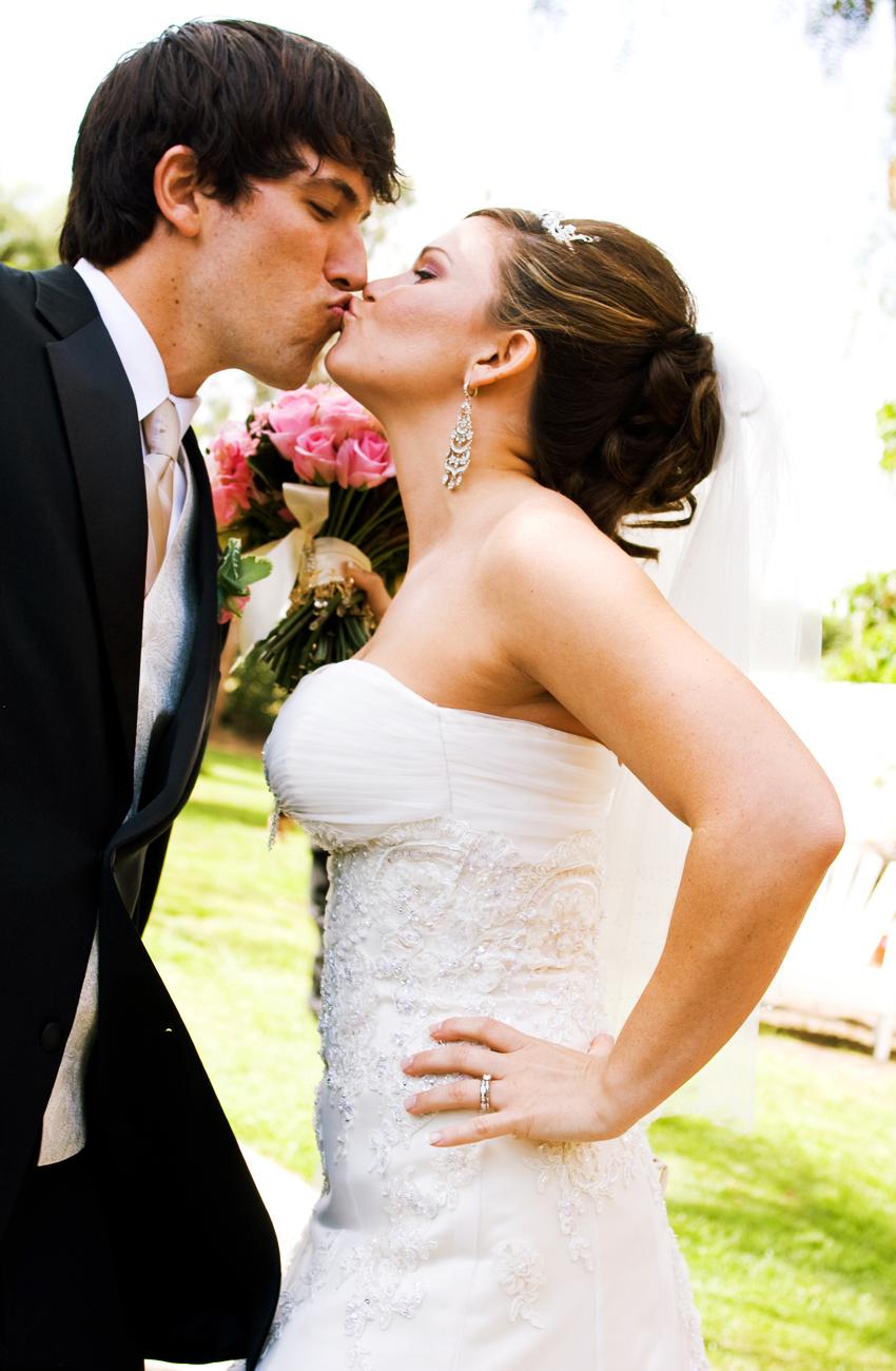 Bride, Groom, Kiss, And, The, Sacred image photography