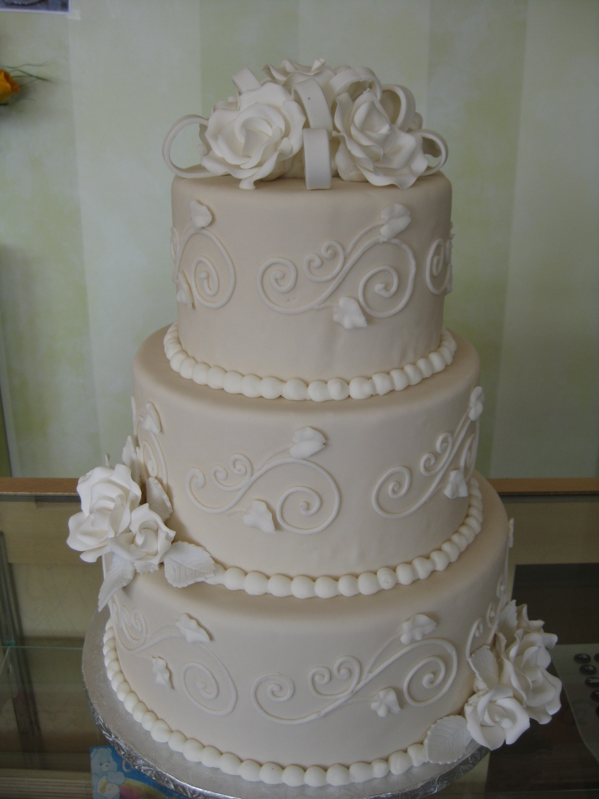 Sugar roses and bowsvendors Simply Cakes Ltd Project Wedding