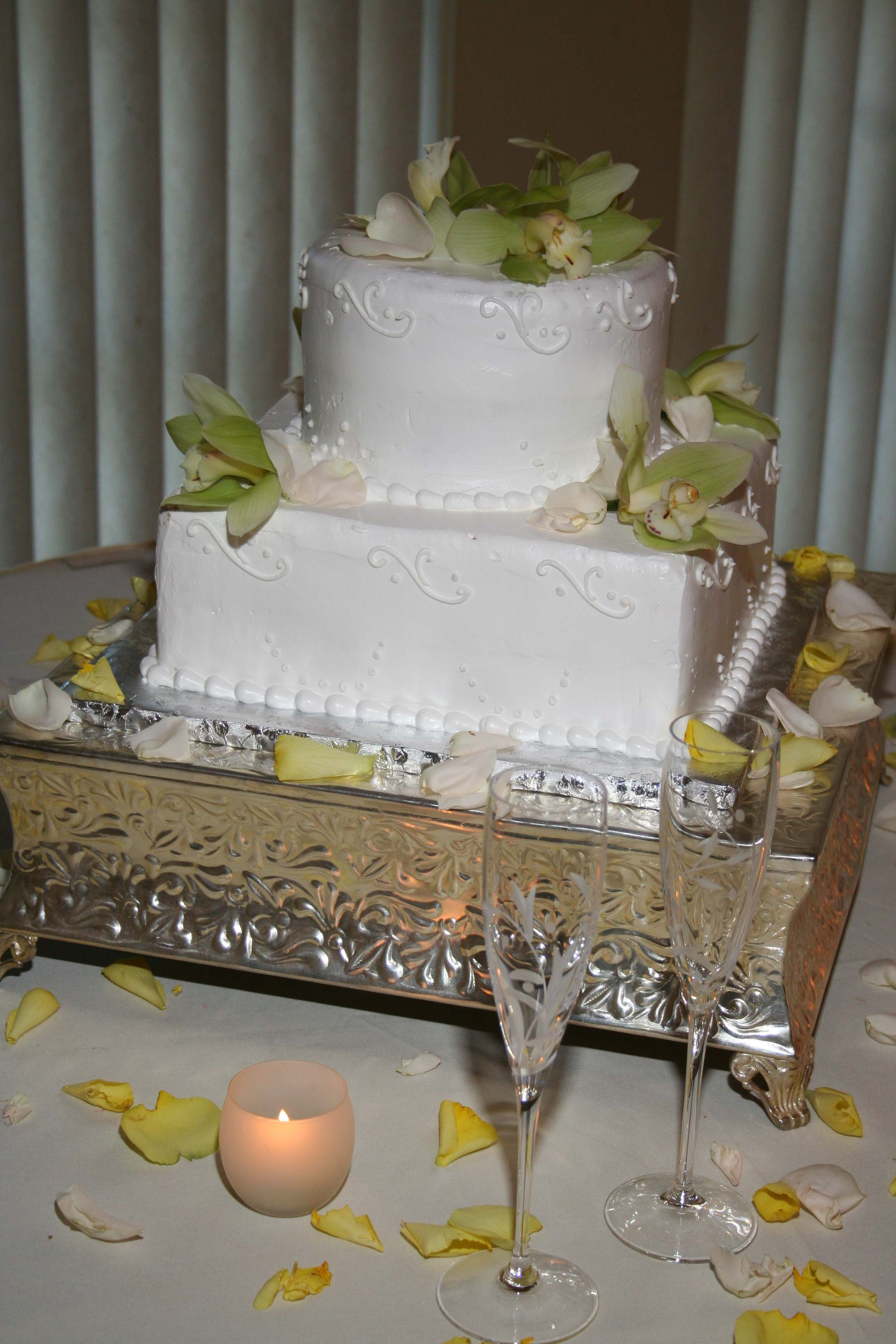 Flowers & Decor, Cakes, green, cake, Flowers, Cake cutting, Wedding cake, Cymbidium orchid, An impressive event, Two-tier cake