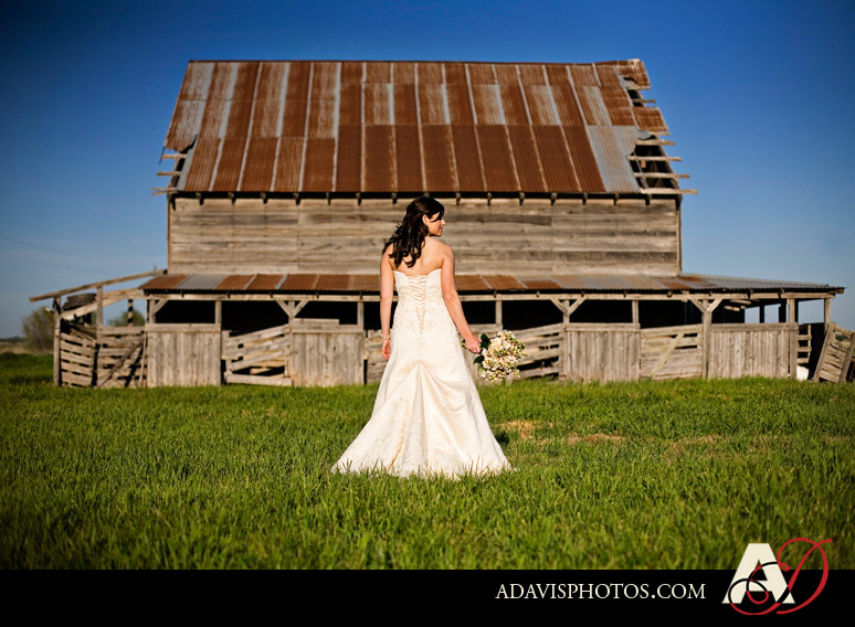 DIY, Wedding Dresses, Fashion, dress, Bouquet, Portrait, Wedding, Bridal, Barn, Dallas, Allison davis photography