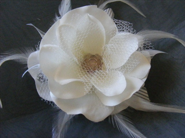 Beauty, Flowers & Decor, Jewelry, Bridesmaids, Bridesmaids Dresses, Fashion, white, ivory, Bride Bouquets, Bridesmaid Bouquets, Bride, Accessories, Flowers, Flower, Hair, Bridal, Weddings, Head, Decoration, Fascinator, Piece, Clip, Netting, Croska, Flower Wedding Dresses