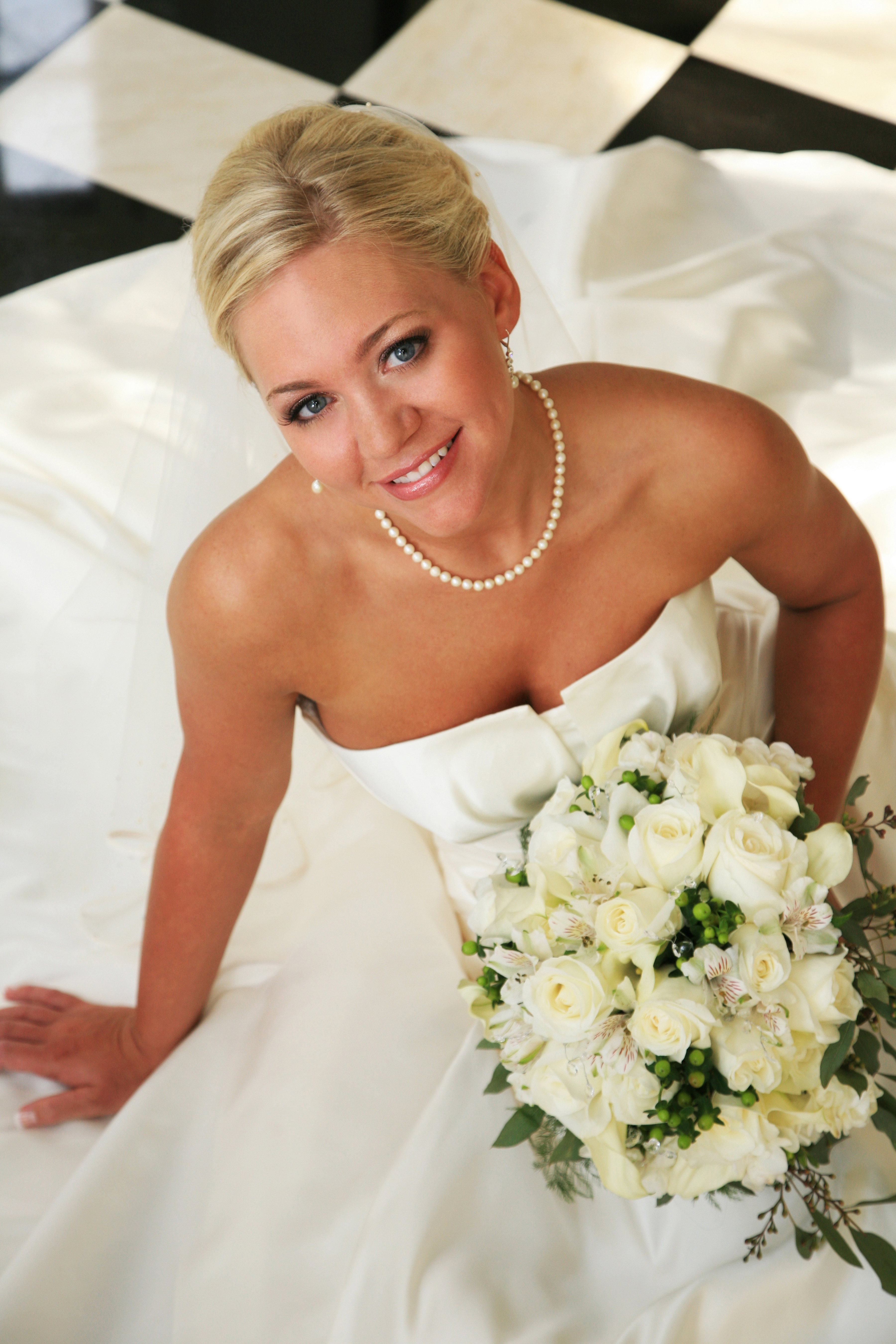 Beauty, Inspiration, Flowers & Decor, Jewelry, Wedding Dresses, Fashion, white, yellow, black, dress, Flowers, Hair, Board, Photoplay wedding photography, Flower Wedding Dresses