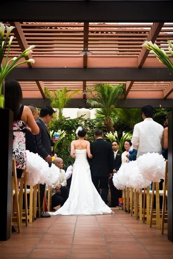 Ceremony, Flowers & Decor, white, yellow, black, Flower, Calla, Lilies, Tall, Decoration, Martha, Stewart, Tissue, In the clouds events, Pom, Poms, Pillards