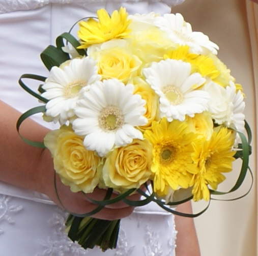 Flowers & Decor, Bridesmaids, Bridesmaids Dresses, Fashion, white, yellow, Bride Bouquets, Bridesmaid Bouquets, Flowers, Bouquet, The flower company, Flower Wedding Dresses