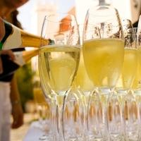 Destinations, ivory, yellow, black, silver, Hawaii, Toast, Champagne, Bar, Bartender, Aloha on the rocks