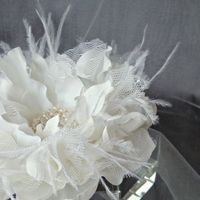 Beauty, Flowers & Decor, Jewelry, white, Brooches, Feathers, Comb, Flowers, Flower, Hair, Pearls, Brooch, Peony, Clip, Beaded, Feather, Emici bridal