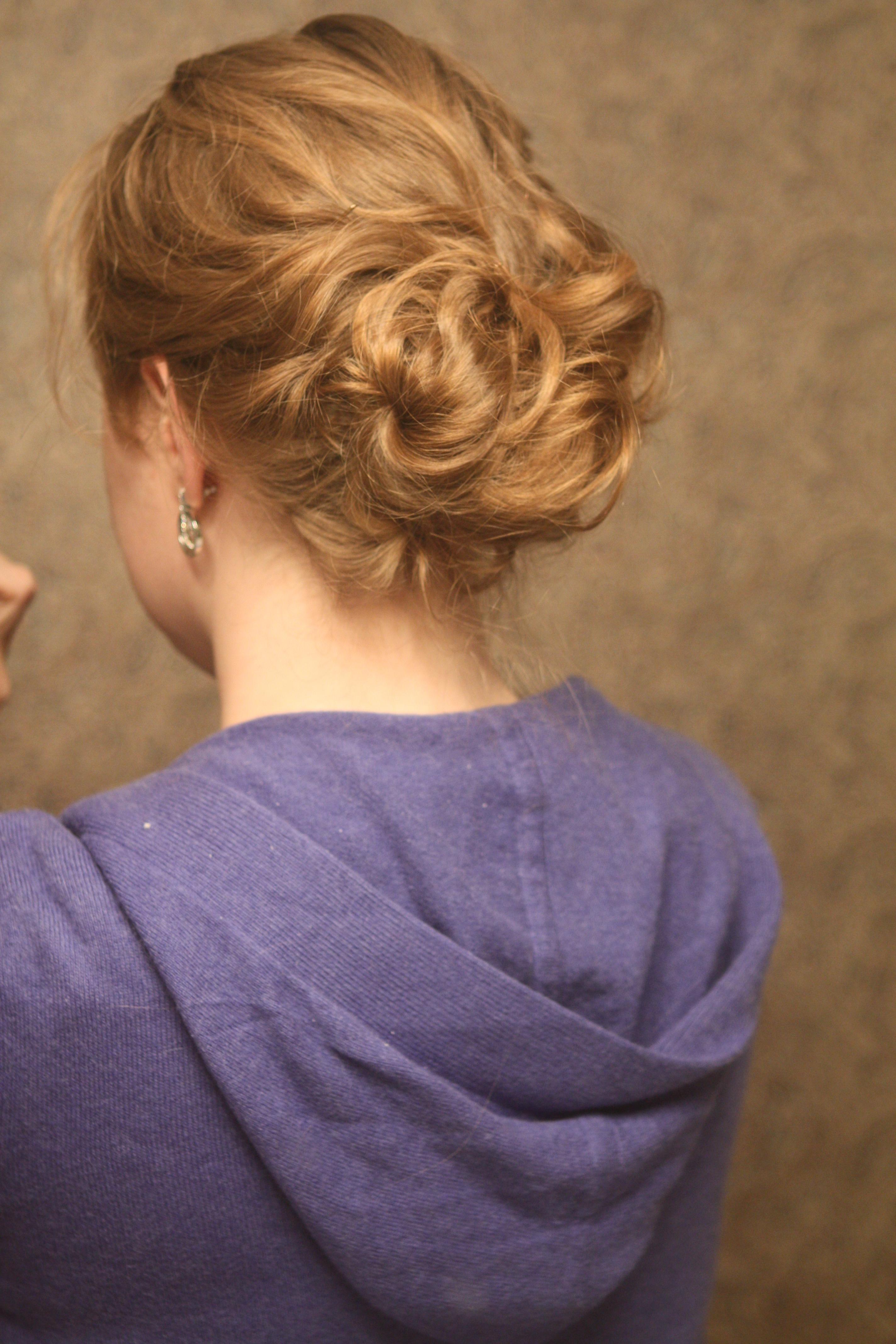 Beauty, DIY, Chignon, Updo, Curly Hair, Wavy Hair, Romantic, Hair, Wavy, Curly, Messy