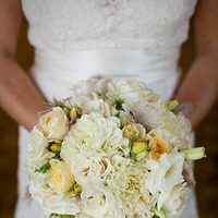 Beauty, Flowers & Decor, Wedding Dresses, Lace Wedding Dresses, Fashion, white, yellow, dress, Feathers, Bride Bouquets, Flowers, Bouquet, Grey, Lace, Jamie greg, Flower Wedding Dresses, Feather Wedding Dresses