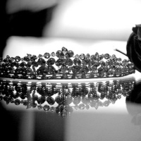 Beauty, Jewelry, white, black, silver, Earrings, Tiaras, Accessories, Hair, Table, And, Tiara, Details, Mirror, New resolution photo