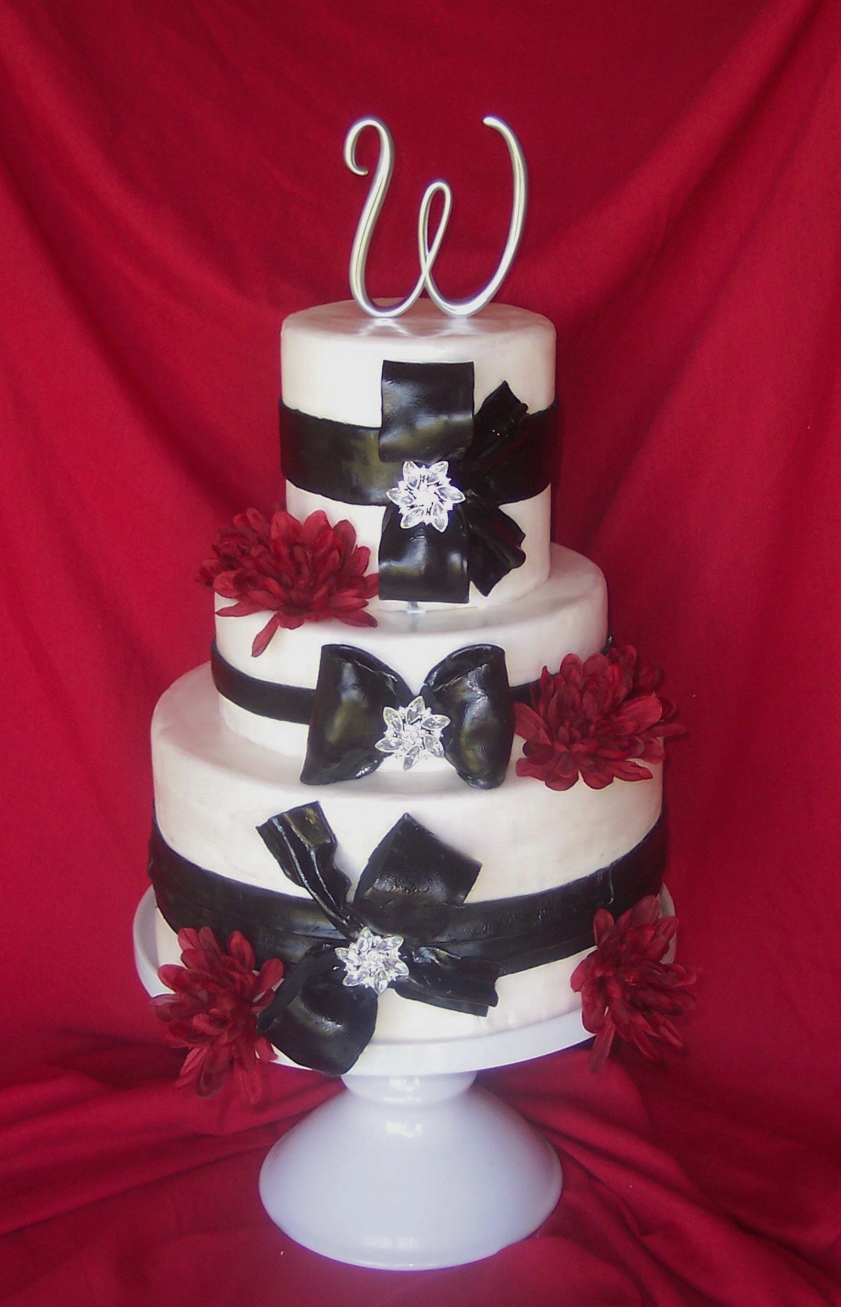 Jewelry, Cakes, white, red, black, cake, Brooches, Round, Wedding, Fondant, And, Brooch, Bows, Bling, Patty cakes llc
