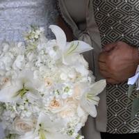 Flowers & Decor, Bridesmaids, Bridesmaids Dresses, Fashion, white, Bride Bouquets, Bridesmaid Bouquets, Flowers, Roses, Bouquet, Bridal, Vendela, Lilly, All, Lillys, Entwined design, Flower Wedding Dresses