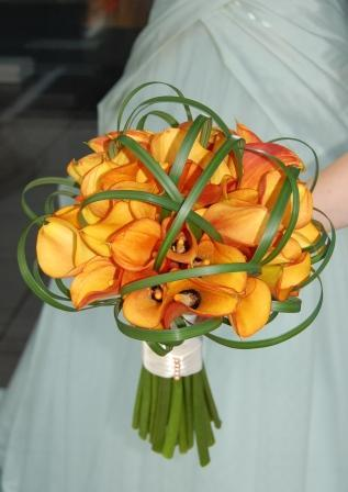 Flowers & Decor, Bridesmaids, Bridesmaids Dresses, Fashion, orange, red, Bride Bouquets, Bridesmaid Bouquets, Flowers, Bouquet, Calla, Bouquets, Berries, Callas, Monday morning flowers, Flower Wedding Dresses