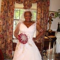Flowers & Decor, Wedding Dresses, Fashion, white, red, dress, Bride Bouquets, Bride, Flowers, Roses, African-american, Flower Wedding Dresses