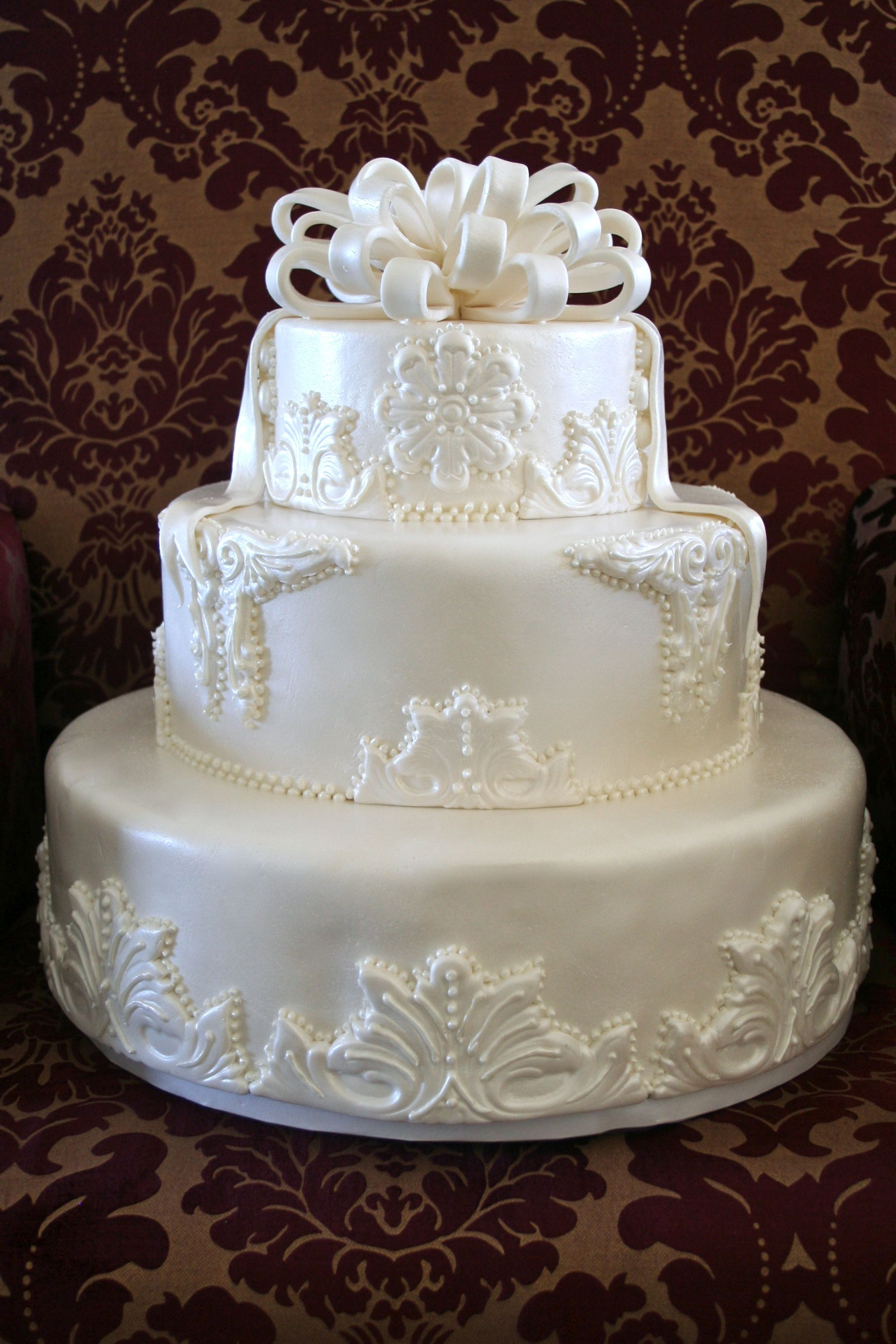 Cakes, white, cake, Wedding, Fondant, Tiered, Applique, Bow, Pearl, Piping, Shimmer, Bennys bakery