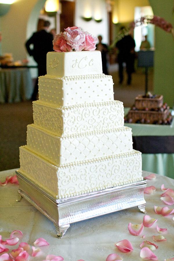 Cakes, cake, Vintage, Modern, Modern Wedding Cakes, Vintage Wedding Cakes, Wedding, Elegant, Dallas, Modern life studios, Dallas wedding, Old red courthouse, Old red, Old red wedding, Old red reception, Tiered cake