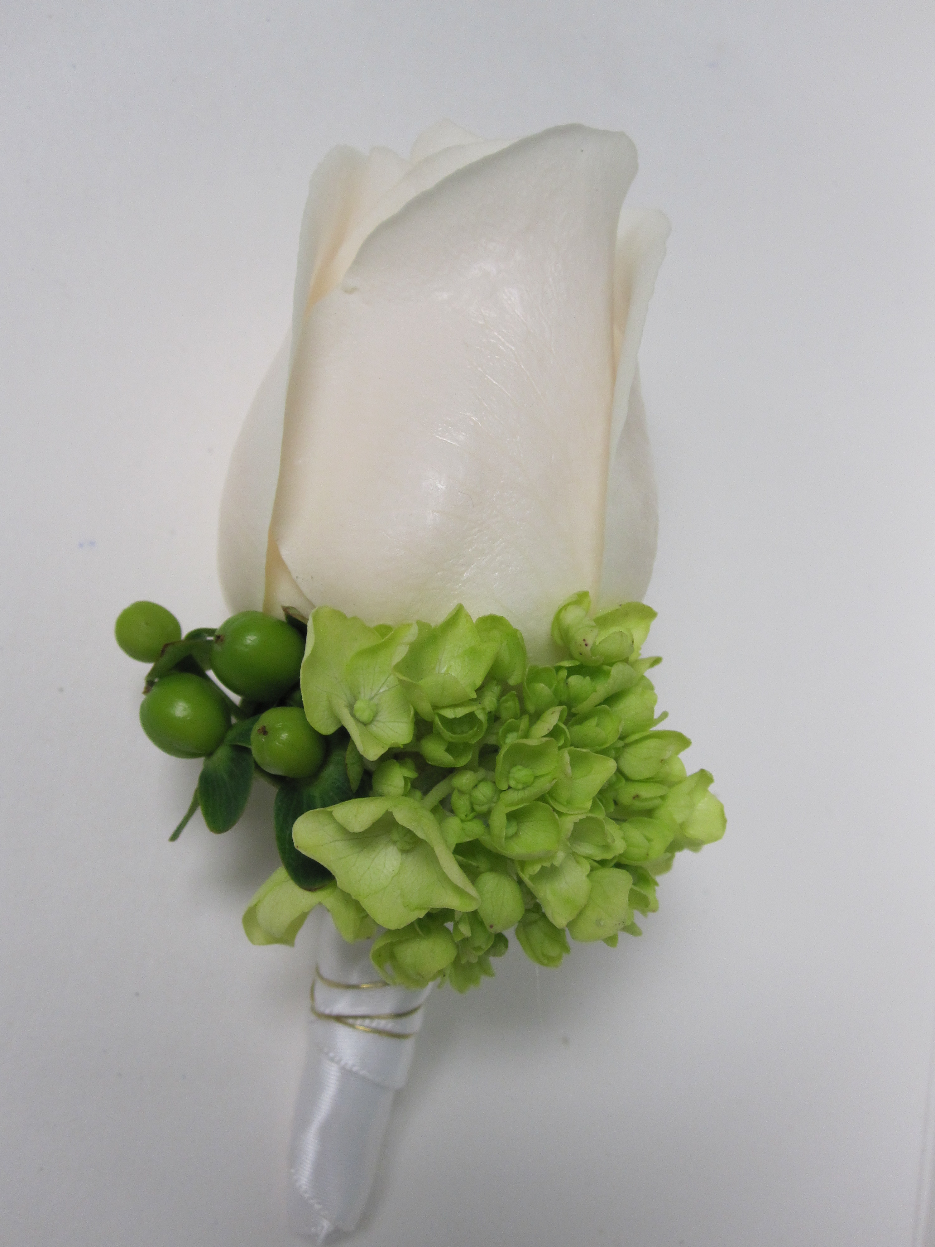 Flowers & Decor, white, green, Boutonnieres, Flowers, Groom, Boutonniere, Ninfas flowers gifts