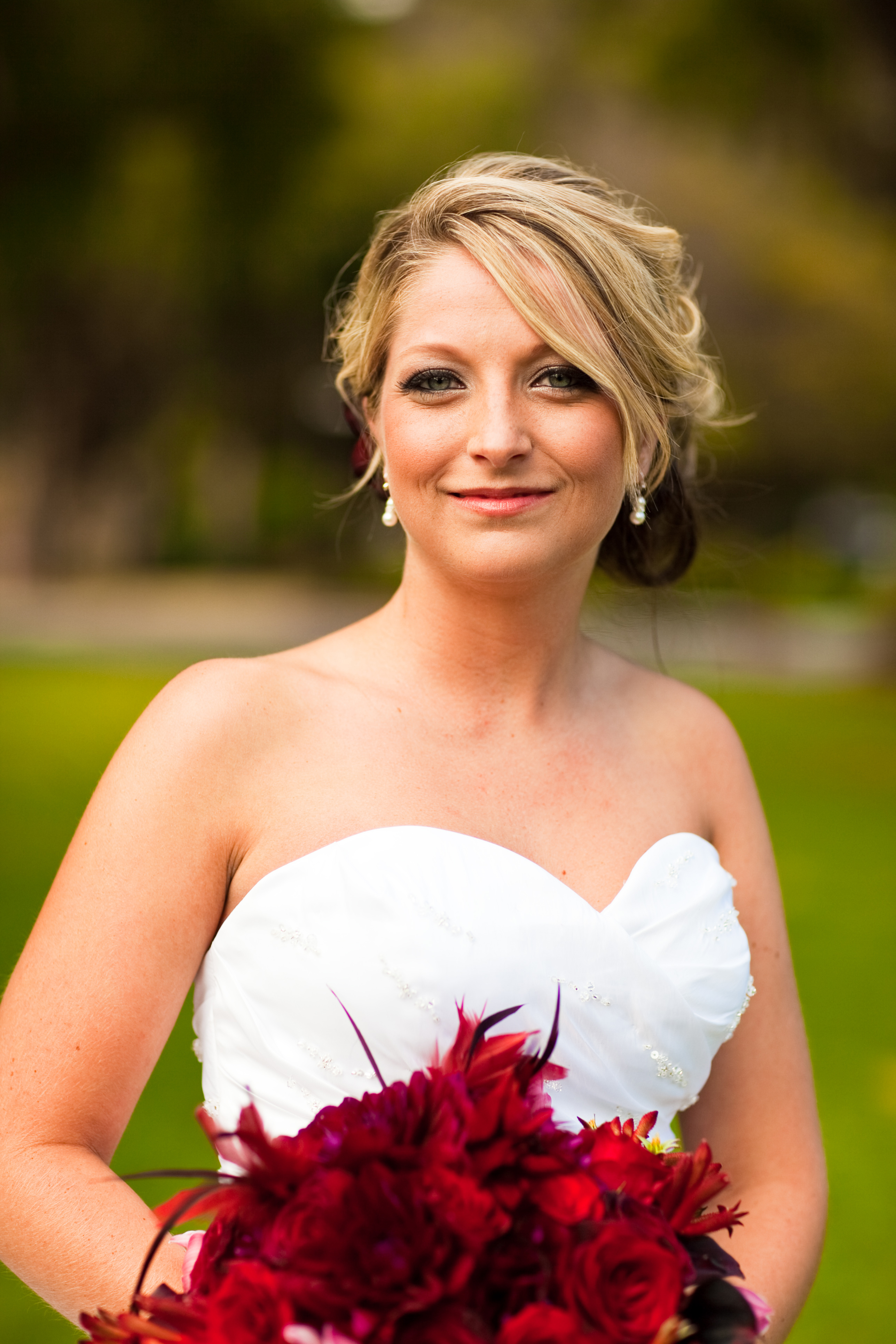 Beauty, Flowers & Decor, red, black, Feathers, Bride Bouquets, Flowers, Bouquet, Kristeen labrot events