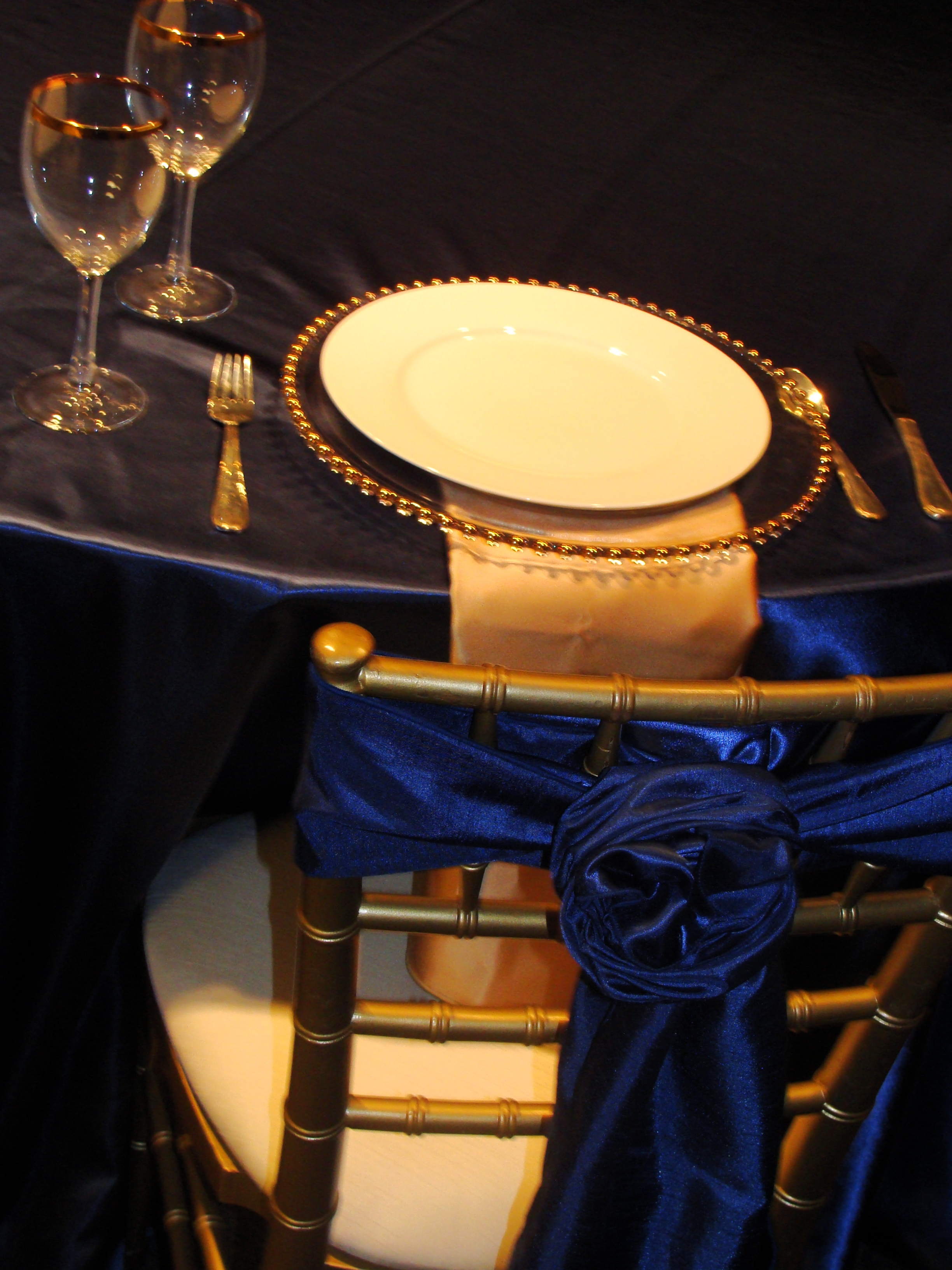 Blue And Gold Table Setting Table Setting Design In Blue And Gold With Draped Napkin And Rose