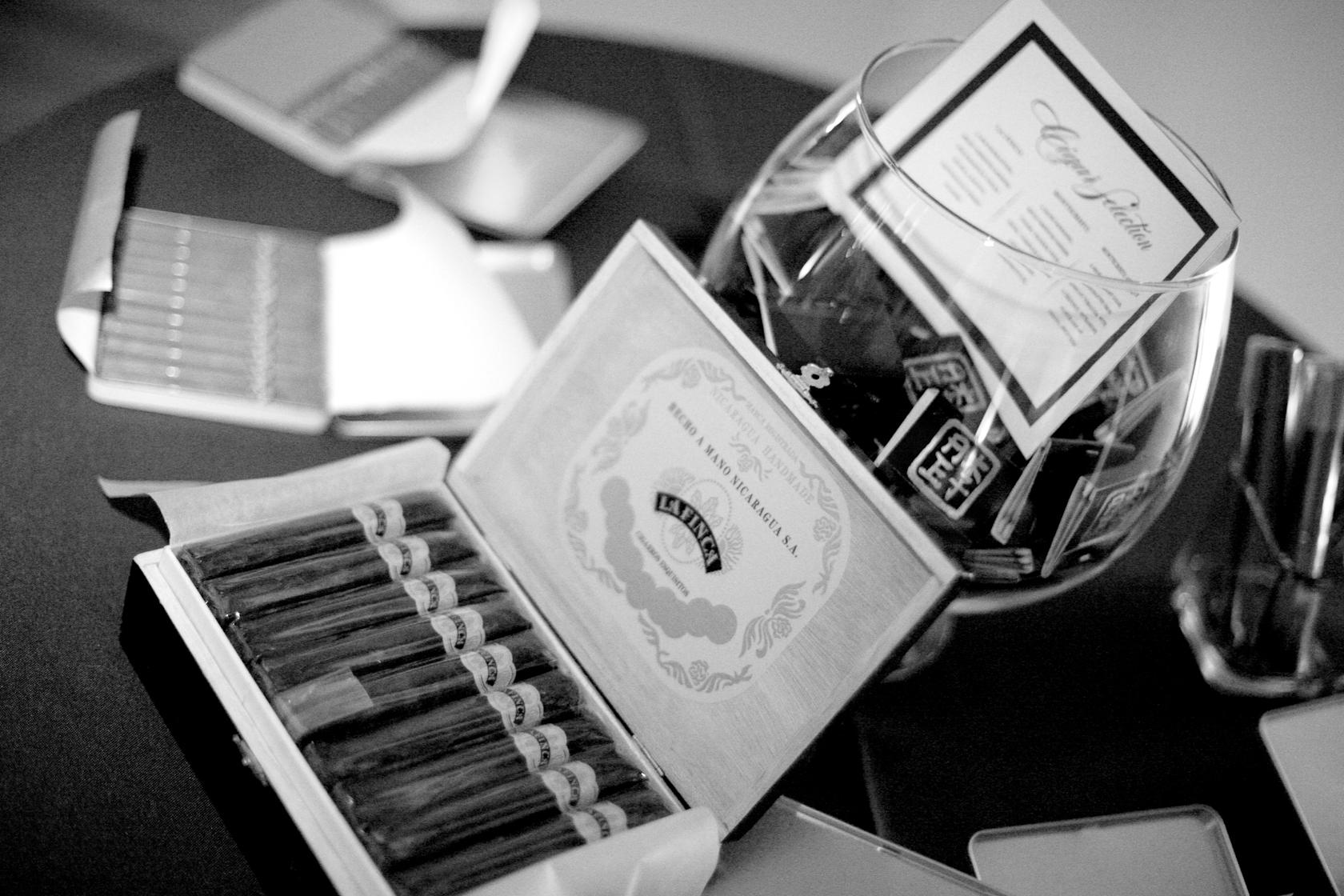 Cigar, Bar